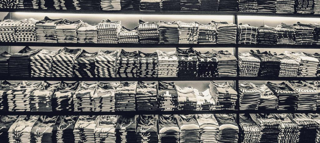 pexels-black-and-white-black-and-white-clothes-581339-min